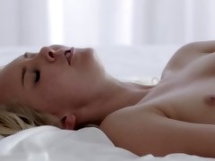 dark brown orgasms with her fingers gorgeous gal