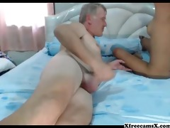old guy receives a good blojob from thai hottie